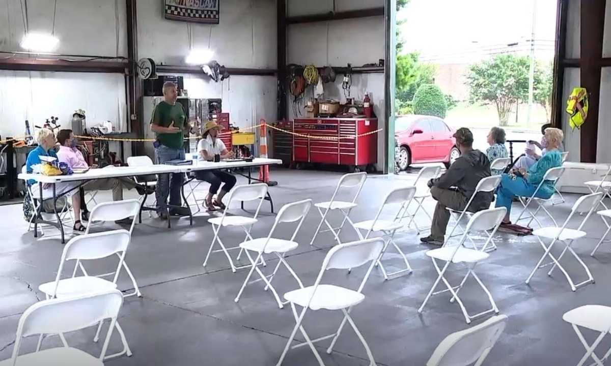 Empty chairs at SE Asphalt's community meeting
